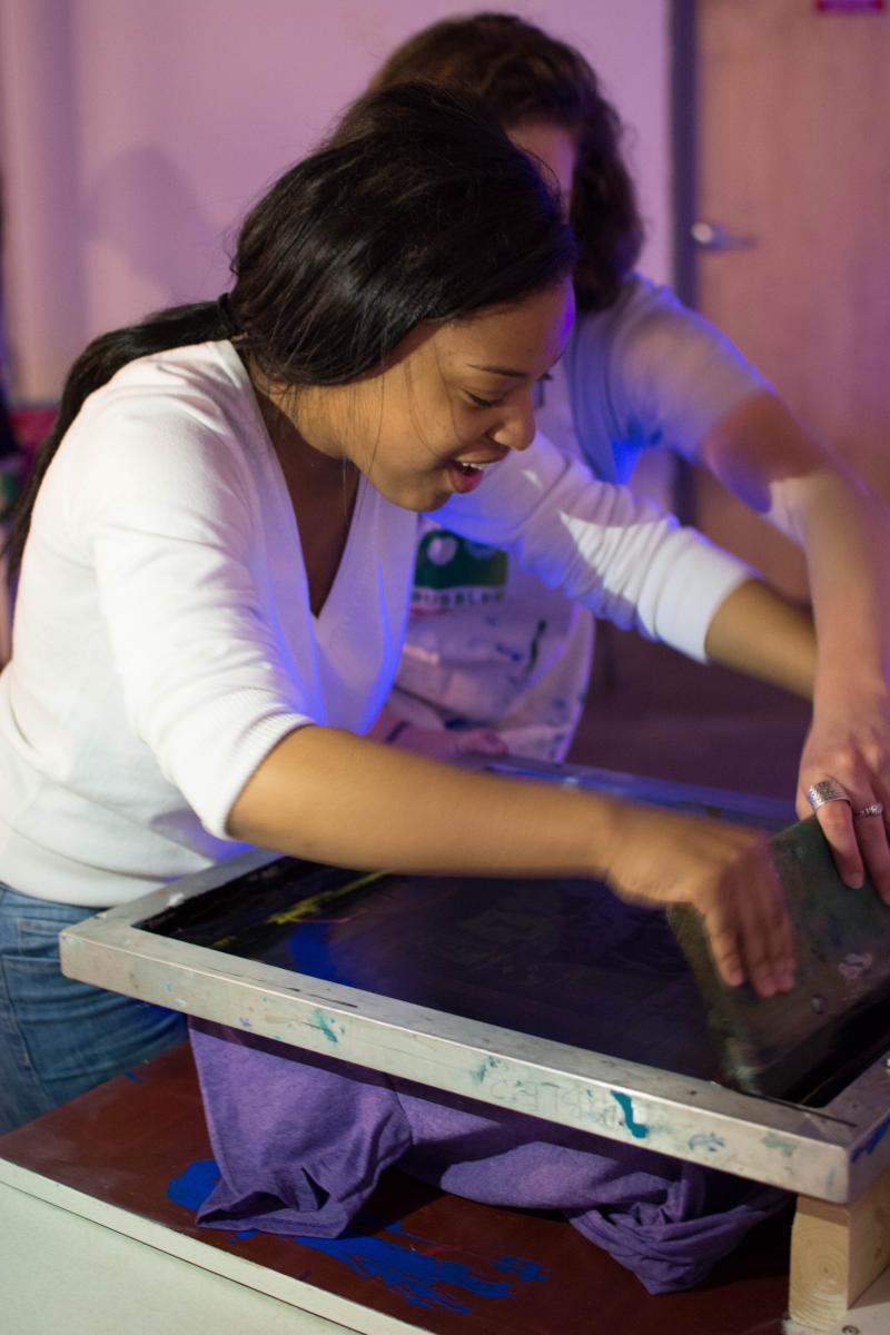 picture of teen screen printing at the Air It Out teen art exhibition party